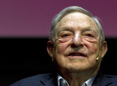 "George Soros ist auf der Konferenz ""The crisis and the open societies future in Europe"" anwesend"