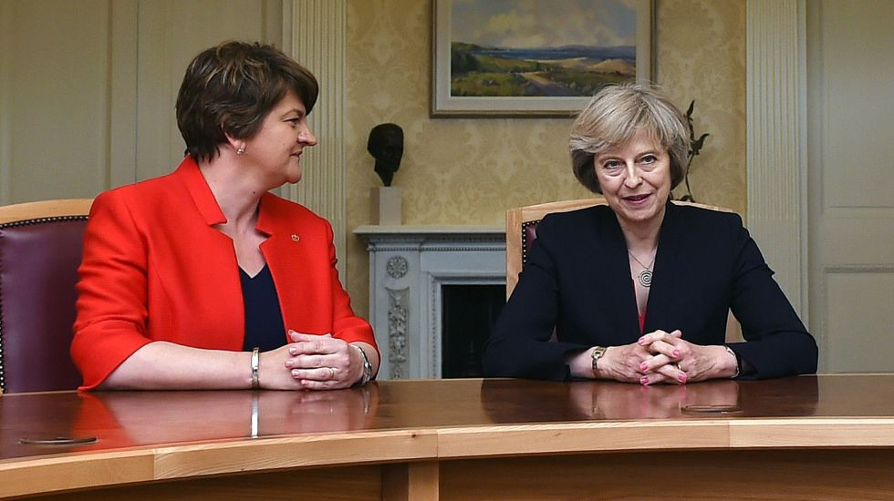 Arlene Foster und Theresa May