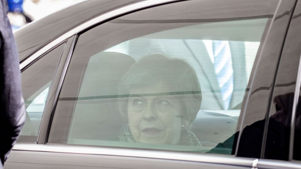 Theresa May im Auto