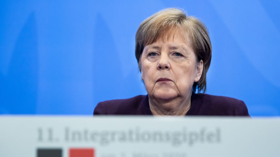 angela-merkel-sprache-demokratie-integrationsgipfel